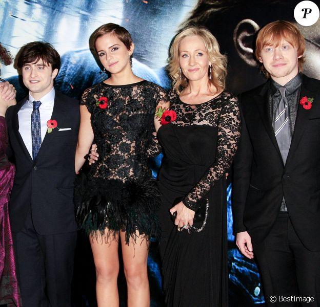 """Ralph Fiennes, Helena Bonham Carter, Daniel Radcliffe, Emma Watson, J.K. Rowling et Rupert Grint - Première mondiale du film """"Harry Potter et les reliques de la mort"""". Londres. Le 11 novembre 2010. @Davidson/GoffPhotos.com"""