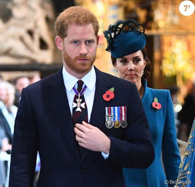 Le prince Harry, duc de Sussex, Kate Catherine Middleton, duchesse de Cambridge et le doyen de Westminster John Hall - La famille royale d'Angleterre en l'abbaye de Westminster à Londres pour le service commémoratif de l'ANZAC Day. Le 25 avril 2019