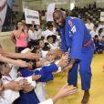 L'ambassadeur de l'Unicef, le judoka Teddy Riner salue les participants à la compétition de judo à Kilis, Turquie, le 22 juin 2019. © UNICEF via Bestimage
