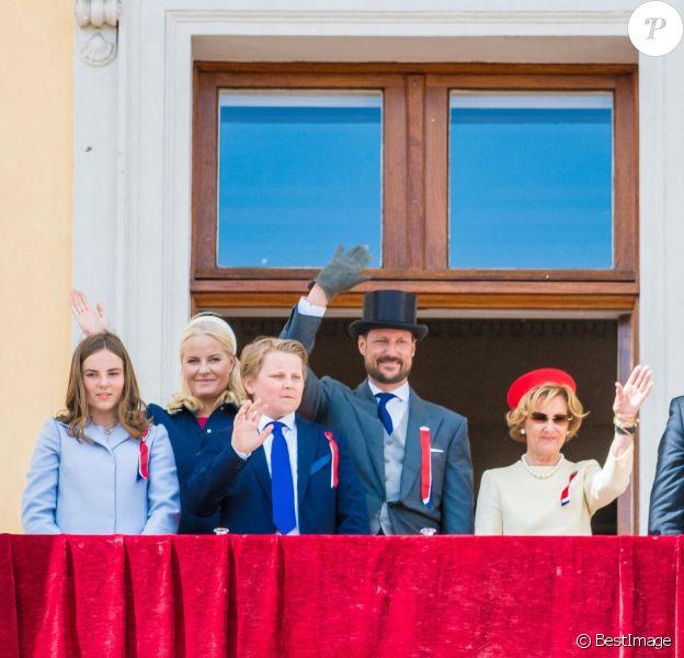 La princesse Ingrid Alexandra de Norvège, Le prince Sverre Magnus de Norvège, La princesse Mette-Marit de Norvège, Le prince Haakon de Norvège, La reine Sonja de Norvège, Le roi Harald V de Norvège - La Famille royale de Norvège assiste aux célébrations de la fête nationale à la résidence de Skaugum, à Oslo, le 17 mai 2019.