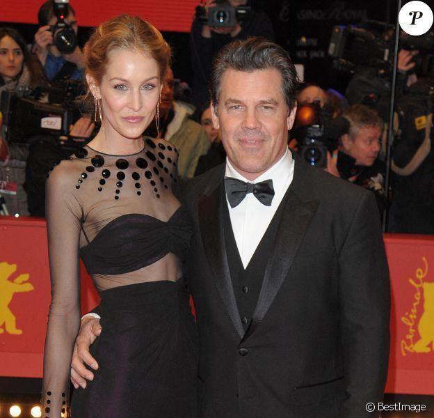 "Josh Brolin et sa fiancée Kathryn Boyd - Tapis rouge du film ""Hail Caesar!"" lors du 66ème Festival International du Film de Berlin, la Berlinale, le 11 février 2016."