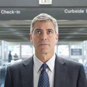 George Clooney passe son temps en avion... et licencie à tour de bras ! Regardez !