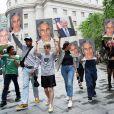 Le millionnaire américain Jeffrey Epstein s'est suicidé en prison le 10 août 2019, à New York. Des manifestants en marge d'une audience à la Cour Fédérale de Manhattan, le 8 juillet 2019.