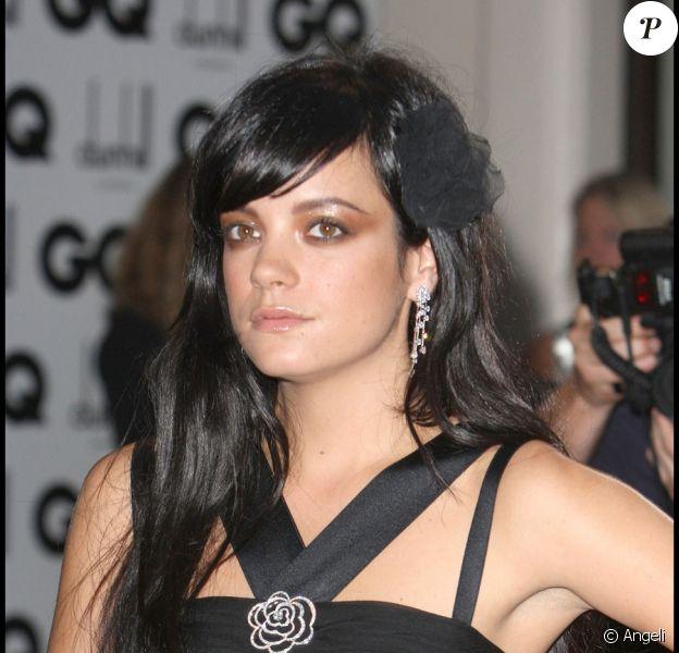 Lily Allen a volé la vedette aux autres personnalités sur le tapis rouge des GQ Men of the Year Awards 2009.