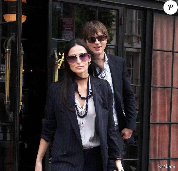 Ashton Kutcher et Demi Moore font des allers et venues à l'Hôtel Bowery à New-York lors d'un congrès avec des politiciens et célébrités le 10 septembre 2009