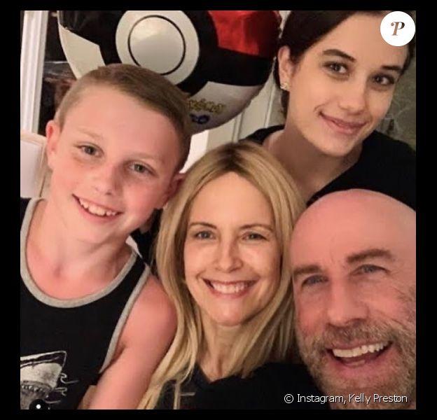 Kelly Preston, John Travolta et leurs enfants Ella et Ben sur Instagram. Le 22 juin 2020.