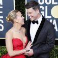 Scarlett Johansson et son fiancé Colin Jost - Photocall de la 77e cérémonie annuelle des Golden Globe Awards au Beverly Hilton Hotel à Los Angeles, le 5 janvier 2020.