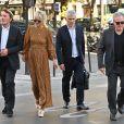 Maître Jacques Verrecchia (représente Jade et Joy), Laeticia Hallyday, maître Gilles Gauer, avocat, André Boudou, le père de Laeticia Hallyday - Laeticia.Hallyday sort du cabinet de ses nouveaux avocats avec son père et ils marchent avenue Montaigne à Paris le 18 septembre 2019.