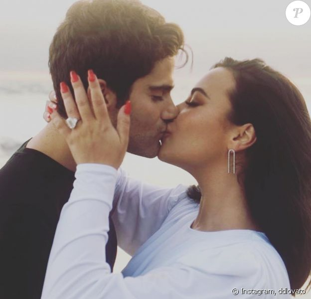 Demi Lovato a annoncé ses fiançailles avec Max Ehrich le 22 juillet 2020 sur Instagram. Ils ne sont en couple que depuis mars dernier mais leur amour est une évidence.