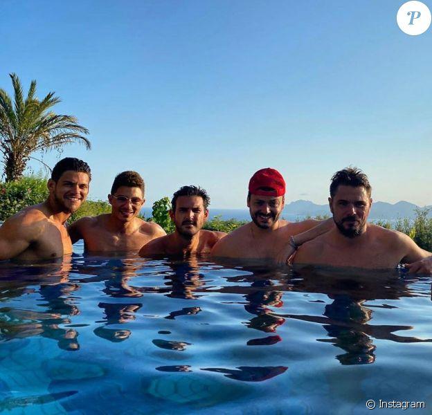 Kev Adams passe des vacances entre amis à Cannes, le 23 juillet 2020.