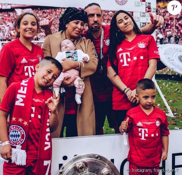 Franck Ribéry avec sa femme Wahibaa et leurs cinq enfants (Hiziya, Shahinez, Seïf el Islam, Mohammed et Keltoum). Le 19 mai 2019.