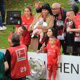 Franck Ribéry entouré de toute sa famille, sa femme Wahiba et de ses 5 enfants Hizya, Shakinez, Seïf Islam et Mohammed et Keltoum - Franck Ribéry célèbre le titre de champion d'allemagne et son dernier match sous les couleurs du Bayern de Munich le 18 Mai 2019 à Munich.
