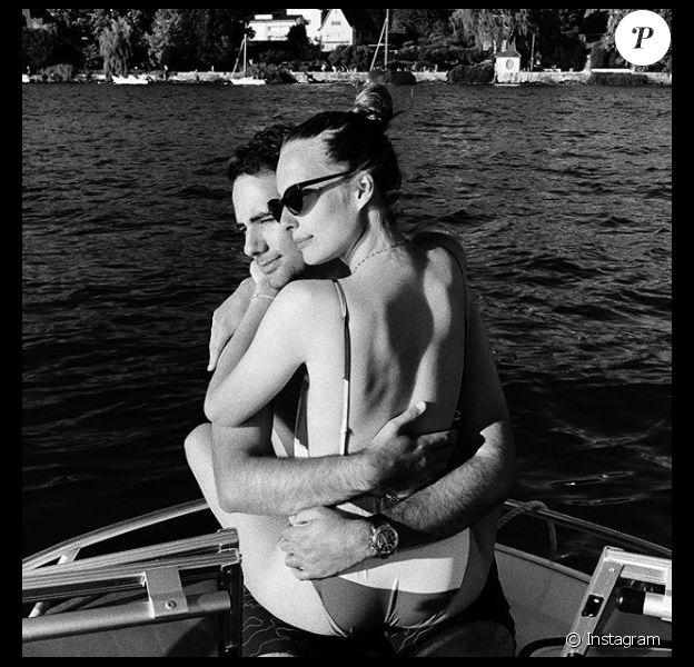 Ilona Smet et Kamran Ahmed en vacances dévoilent une photo particulièrement sensuelle. Août 2020.