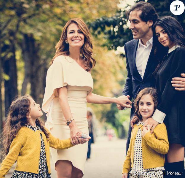 Elsa Fayer et son mari Zach Hanoun , leurs jumelles Liv et Emy et Ambre , la fille aînée d'Elsa Fayer - Mariage de Elsa Fayer et Zach Hanoun à la mairie du 16ème arrondissement de Paris le 20 septembre 2016. © Cyril Moreau / Bestimage