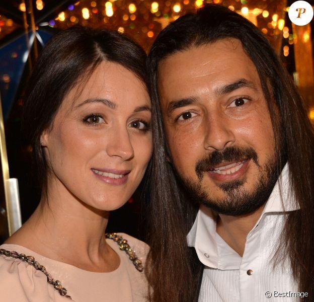 Moundir et son épouse Inès enceinte - 10e cérémonie des Globes de Cristal au Lido à Paris, le 13 avril 2015.