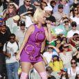 Katy Perry, enceinte, chante pour la finale du ICC Women T20 Cricket World Cup, porte une robe conçue par la créatrice Heather Picchiotino. Melbourne, Australie le 8 mars 2020.