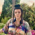 La chanteuse Hoshi, en vacances, pose sur Instagram. Août 2020.