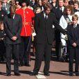Les princes William et Harry avec leur oncle Earl Spencer lors des funérailles de Diana à Londres en 1997.