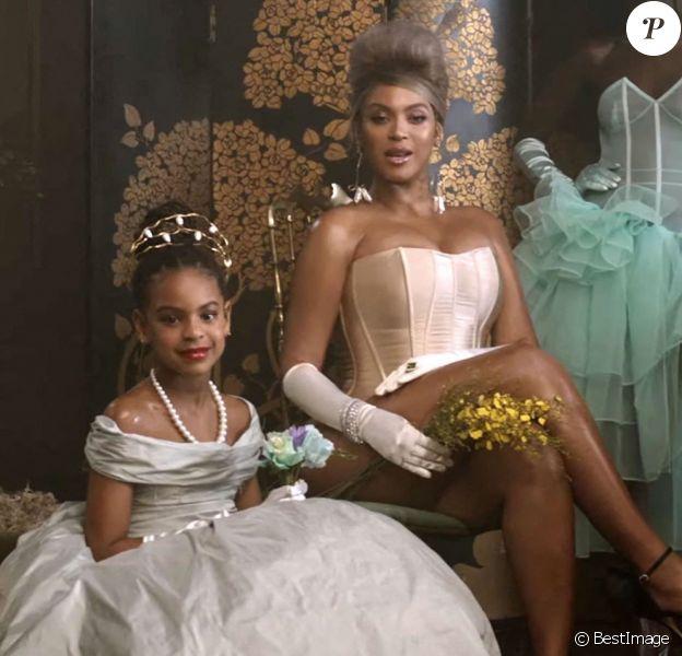 """Beyoncé s'est entourée de sa fille de 8 ans, Blue Ivy Carter, Naomi Campbell, Kelly Rowland et Lupita Nyong'o dans le clip de sa chanson """"Brown Skin Girl""""."""