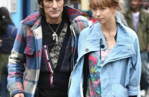 Ron Wood des Rolling Stones et sa très jeune girlfriend, c'est fini... Et maintenant il veut reconquérir sa femme !