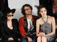 Sean Lennon entouré de sa maman Yoko Ono et de sa chérie au premier rang des défilés... l'homme le plus heureux du monde !