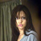 Ethan Hawke mettant à nu la poitrine d'Angelina Jolie... Une scène d'amour très hot ! Regardez !