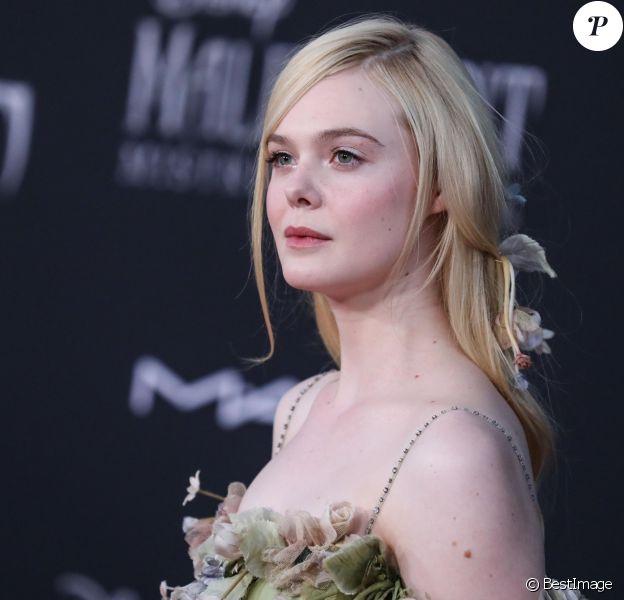 """Elle Fanning - Photocall lors de la première du film """"Maléfique : Le Pouvoir du mal"""" au cinéma El Capitan à Hollywood."""