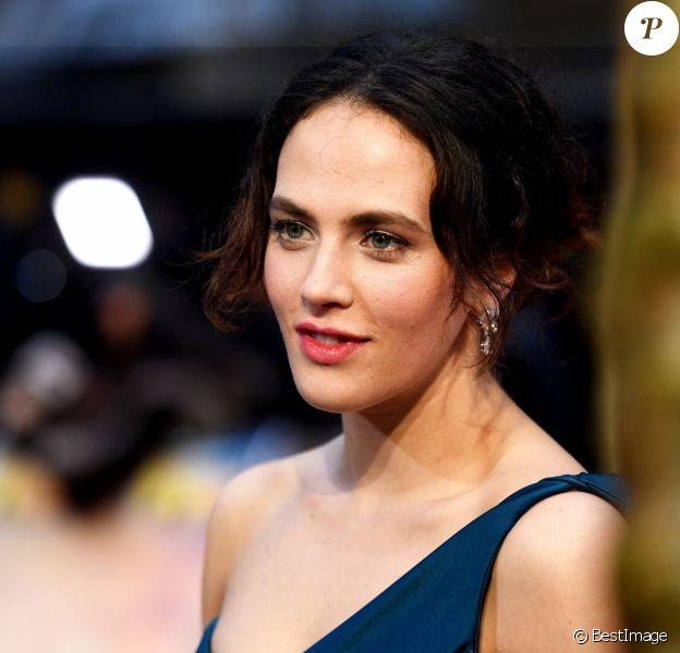 """Jessica Brown Findlay - Avant-première du film """"Le Cercle littéraire de Guernesey"""" au cinéma Curzon Mayfair à Londres, Royaume Uni."""