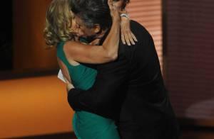 Alec Baldwin échange un fougueux baiser avec... Jessica Lange !