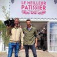"""Cyril Lignac avec un cadreur sur le tournage du """"Meilleur Pâtissier"""" saison 9, le 7 juillet 2020"""