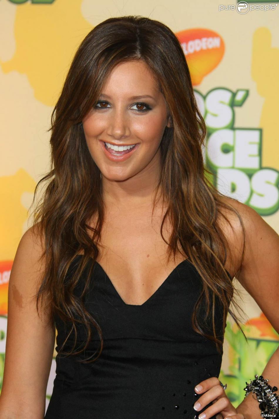 ashley tisdale brune purepeople. Black Bedroom Furniture Sets. Home Design Ideas