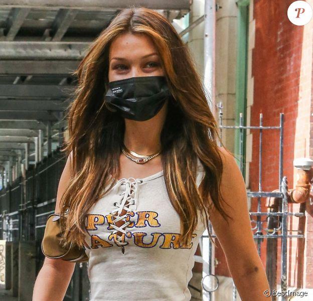Exclusif - Bella Hadid à la sortie d'un salon de coiffure à New York