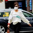 Bella Hadid fait du shopping à New York le 24 septembre 2020.