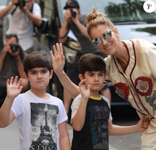 Céline Dion avec ses jumeaux Eddy et Nelson à l'hôtel Royal Monceau à Paris, il y a trois ans.