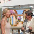Loana en tournage à Saint-Tropez avec Bernard Menez (été 2006)