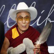 Quand le Dalaï Lama rencontre Sandra Oh et... se la joue cow-boy !