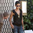 """""""Halle Berry quitte le restaurant Cecconi avec deux hommes après un déjeuner d'affaire dans West Hollywood le 2 octobre 2009"""""""