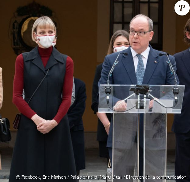 Le prince Albert et son épouse la princesse Charlene de Monaco honorent le personnel soignant du Rocher, à Monaco, novembre 2020. © Eric Mathon / Palais princier, Manu Vitali / Direction de la communication
