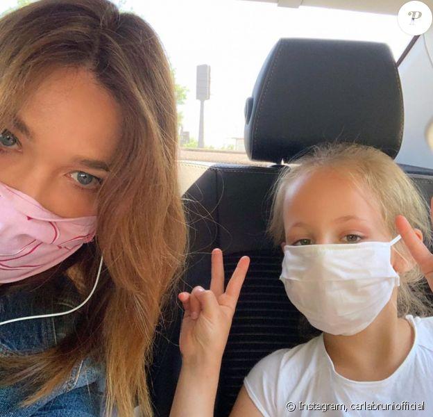 Carla Bruni pose avec sa fille Giulia sur Instagram, au printemps dernier.
