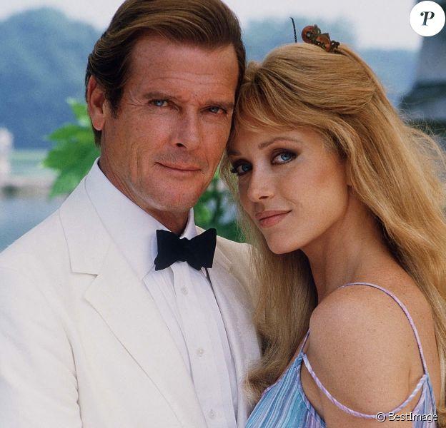 Tanya Roberts et Roger Moore dans le film James Bond Dangereusement Vôtre dans les années 80. © MPP Marlyse / Bestimage