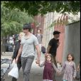 Hugh Jackman avec sa femme et ses deux enfants à New York le 10 octobre 2009. Sa famille c'est sa vie !