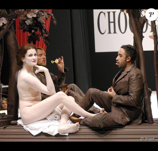 Armelle nue pour un tableau-opéra inédit  (13 octobre 2009)