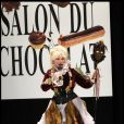 Armande Altaï habillée Moon Young Hee et chocolatée par Jacques Bellanger (13 octobre 2009)