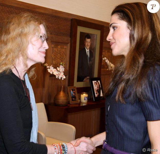 Rania de Jordanie a reçu Mia Farrow au palais royal d'Amman, le 13 octobre 2009