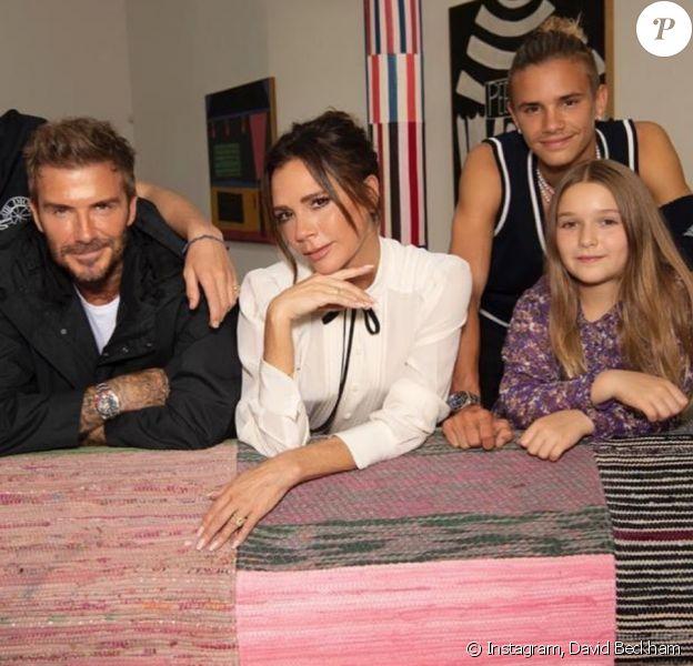 David Beckham, Victoria Beckham et leurs enfants Cruz, Harper et Romeo lors du défilé Victoria Beckham printemps-été 2021, à la Fashion Week de Londres.
