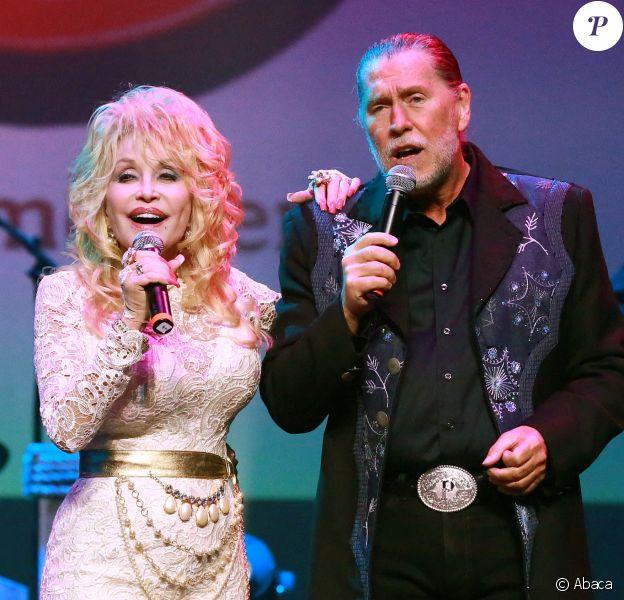 Dolly Parton et son frère Randy Parton à Pigeon Forge