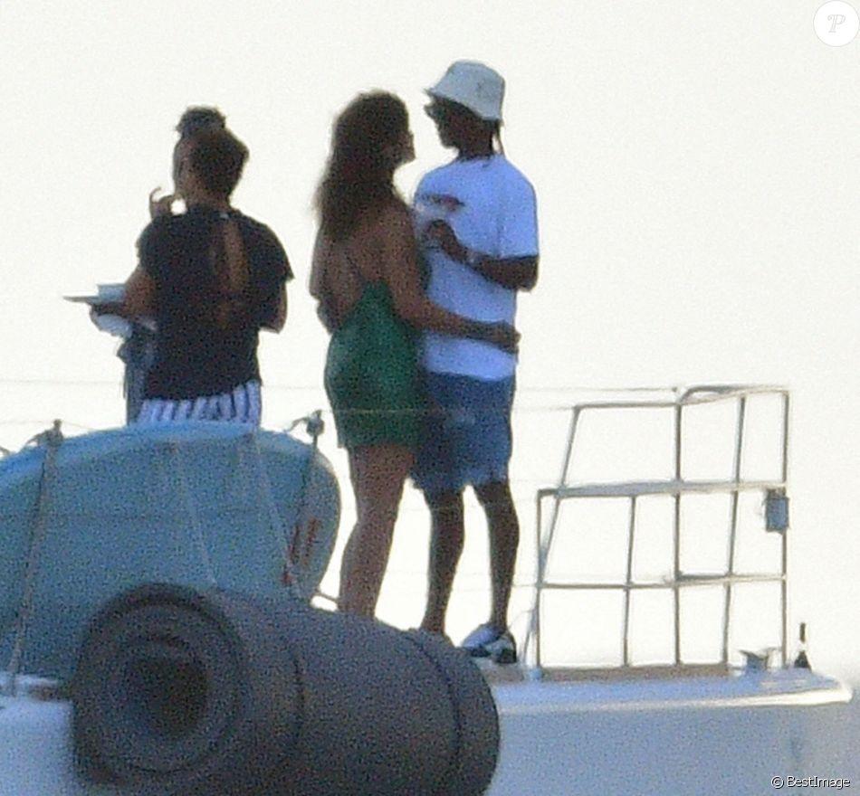 People: Rihanna et A$AP Rocky en couple, le baiser qui confirme tout (photos)