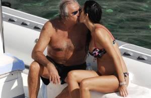 Flavio Briatore oublie ses gros soucis... dans les bras de sa sublime Elisabetta enceinte et en bikini !