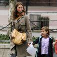 Christy Turlington vient récupérer sa fille et une copine à l'école à New York le 1er octobre 2009