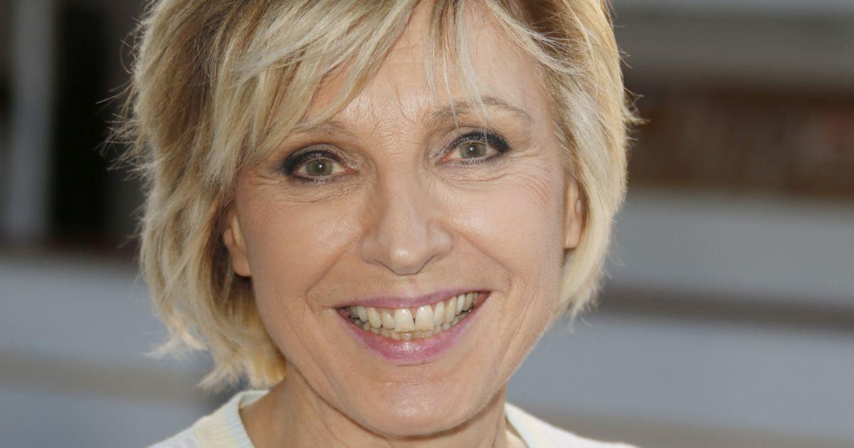 Evelyne Dhéliat, à 72 ans sa silhouette impressionne :